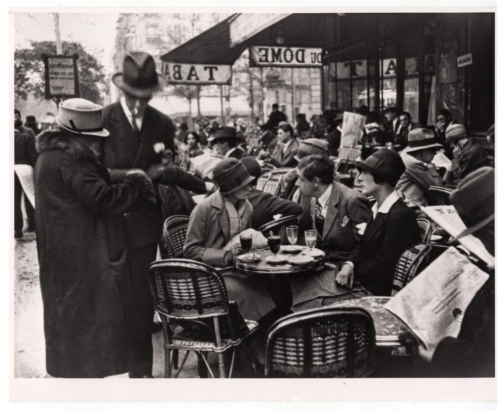 le-dome-cafe-montparnasse-paris-1928-photographer-andre-kertesz
