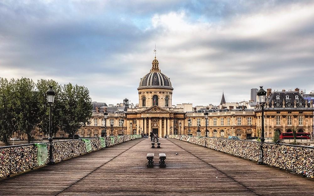 paris-institut-de-france-lovers-locks-paris-france